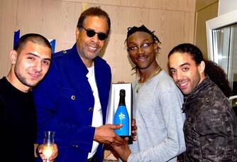 Mr Stanley Clarke parrainé et dédicace également notre Champagne Collection Jazz en Baie