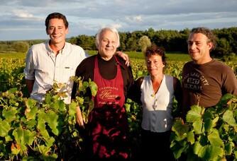 La famille Fleury dans les vignes