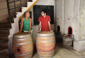 Marie et Vivien dans l'attente de leurs visiteurs au Domaine des Païssels
